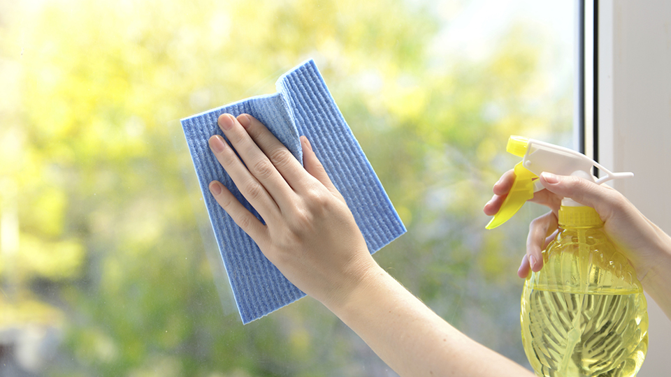 How to clean windows without smears